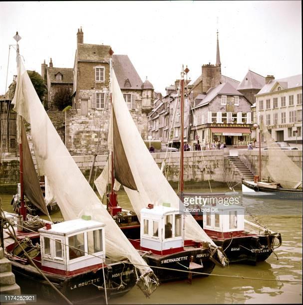 Hafen von Honfleur und Teile der Lieutenance Frankreich 1960