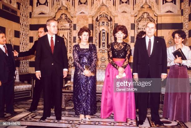Hafez el-Assad et François Mitterrand en compagnie de leurs épouses lors d'un soirée en l'honneur du président français à Damas le 27 novembre 1984,...