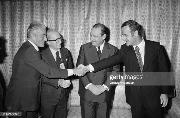 Hafez el-Assad et Le Premier Ministre Raymond Barre en voyage officiel en Syrie rencontre le Conseil des Ministres