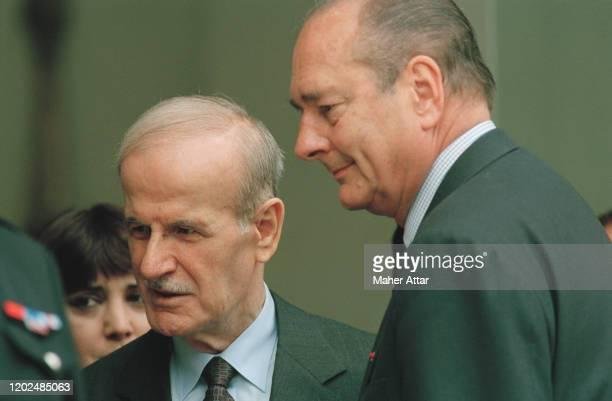 Hafez el-Assad lors de sa visite officielle à Paris en France avec Jacques Chrirac pour la première fois depuis 22 ans Photo by Maher Attar/Sygma via...