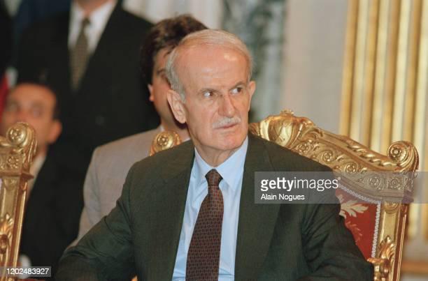 Hafez el-Assad lors de sa visite officielle à Paris en France pour la première fois depuis 22 ans