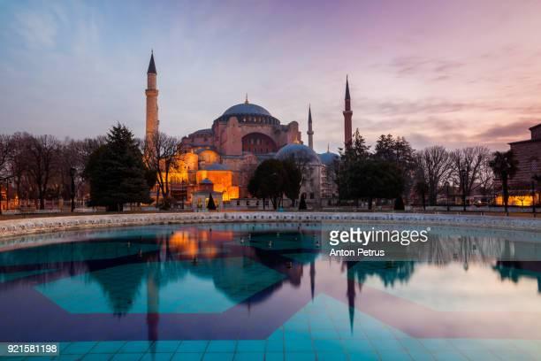 hagia sophia in the evening, istanbul, turkey - hagia sophia stock-fotos und bilder