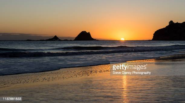 hahei beach sunrise - sunrise dawn stock pictures, royalty-free photos & images