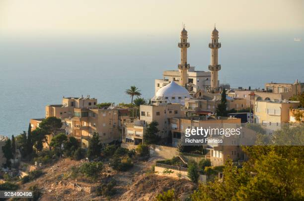 haifa mosque above the mediterannean sea - haifa stock pictures, royalty-free photos & images