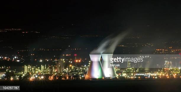 Haifa Ölraffinerie Schornsteine bei Nacht