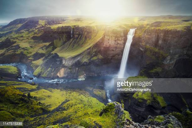 cascada de haifoss en islandia - islandia fotografías e imágenes de stock