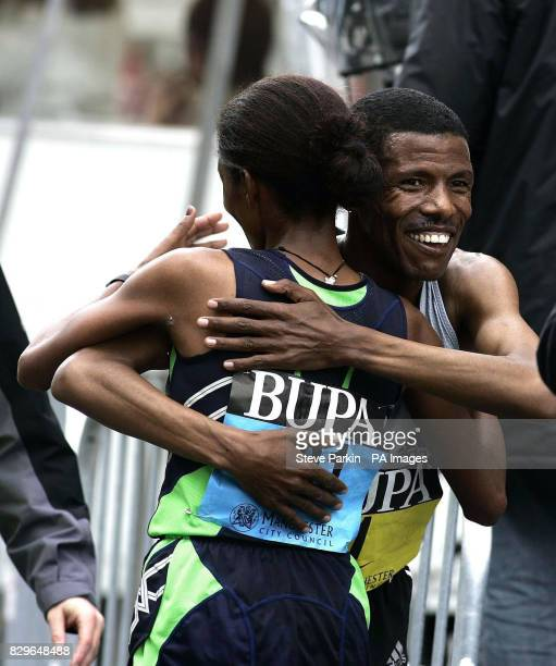 Haile Gebreselassie celebrates with Ethiopia's Derartu Tulu after winning
