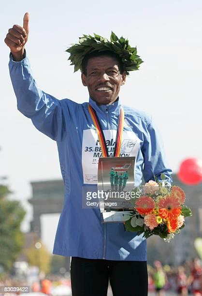 Haile Gebrselassie celeberates after winning the 35th Berlin Marathon on September 28 2008 in Berlin Germany The 35yearold Ethiopian's Haile...