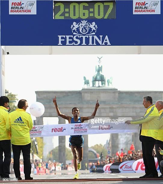 Haile Gebrselassie celebrates after winning the 36th Berlin Marathon on September 20 2009 in Berlin Germany