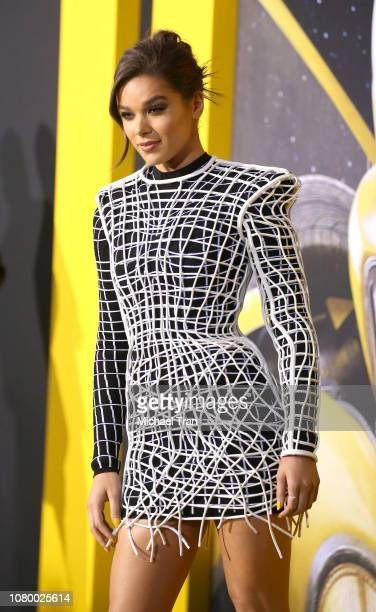 """Hailee Steinfeld arrives to the Los Angeles premiere of Paramount Pictures' """"Bumblebee"""" held at TCL Chinese Theatre on December 09, 2018 in..."""