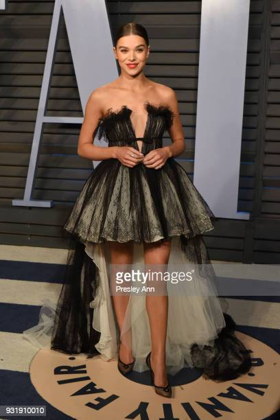 Hailee Steinfeld attends 2018 Vanity Fair Oscar Party Hosted By Radhika Jones Arrivals at Wallis Annenberg Center for the Performing Arts on March 4...