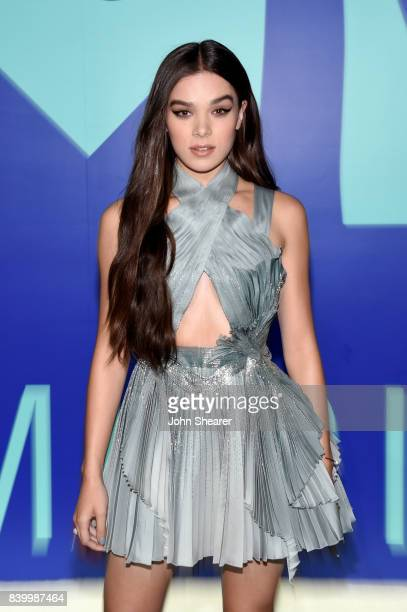 Hailee Steinfeld attends the 2017 MTV Video Music Awards at The Forum on August 27, 2017 in Inglewood, California.