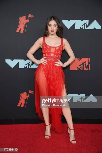 Hailee Steinfeld attends the 2019 MTV Video Music Awards at Prudential Center on August 26, 2019 in Newark, New Jersey.
