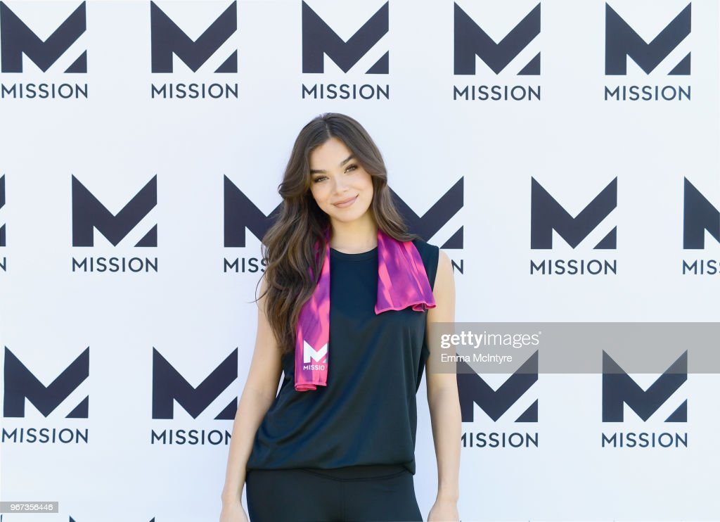 Hailee Steinfeld Keeps Cool With Mission