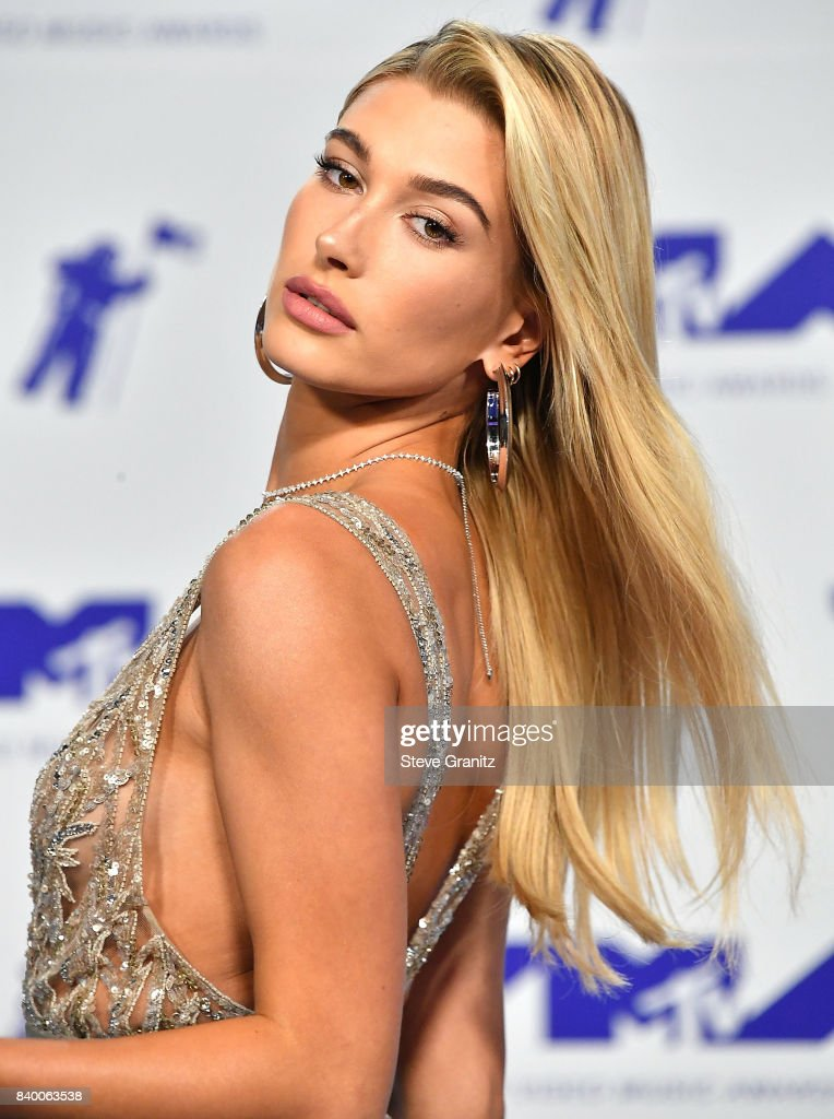 Hailey Baldwin arrive at the 2017 MTV Video Music Awards at The Forum on August 27, 2017 in Inglewood, California.