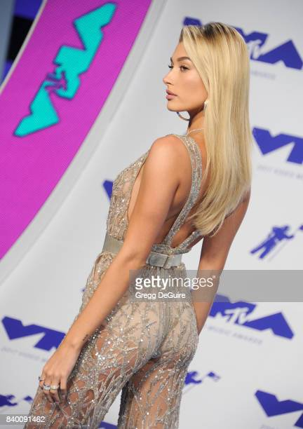 Hailey Baldwin arrives at the 2017 MTV Video Music Awards at The Forum on August 27 2017 in Inglewood California
