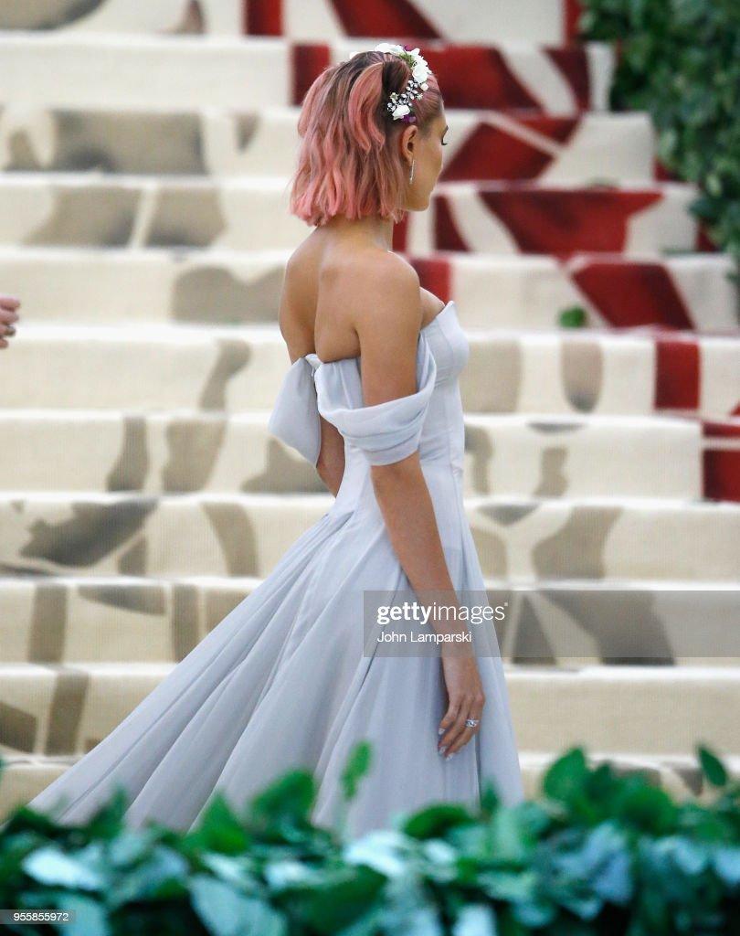 Heavenly Bodies: Fashion & The Catholic Imagination Costume Institute Gala - Outside Arrivals : Foto di attualità
