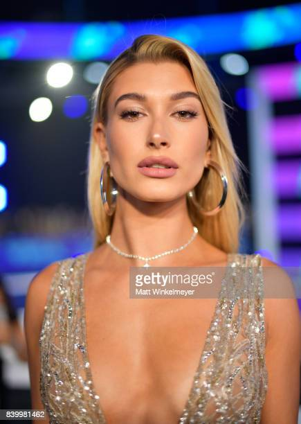Hailey Baldwin attends the 2017 MTV Video Music Awards at The Forum on August 27, 2017 in Inglewood, California.