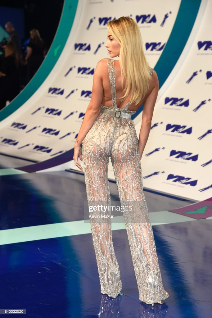 2017 MTV Video Music Awards - Red Carpet : News Photo