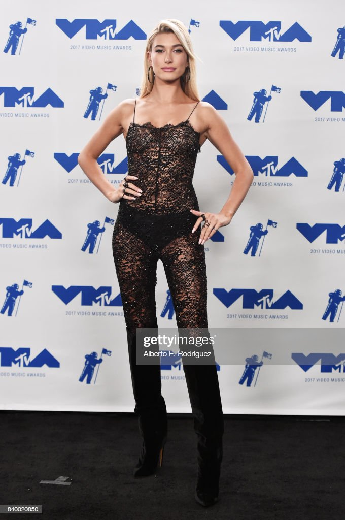 Hailey Baldwin poses in the press room during the 2017 MTV Video Music Awards at The Forum on August 27, 2017 in Inglewood, California.