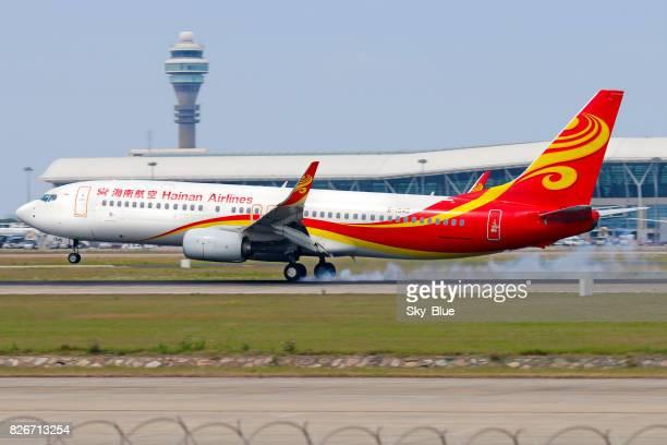 hainan airlines aircraft landing at shanghai - hainan island stock pictures, royalty-free photos & images