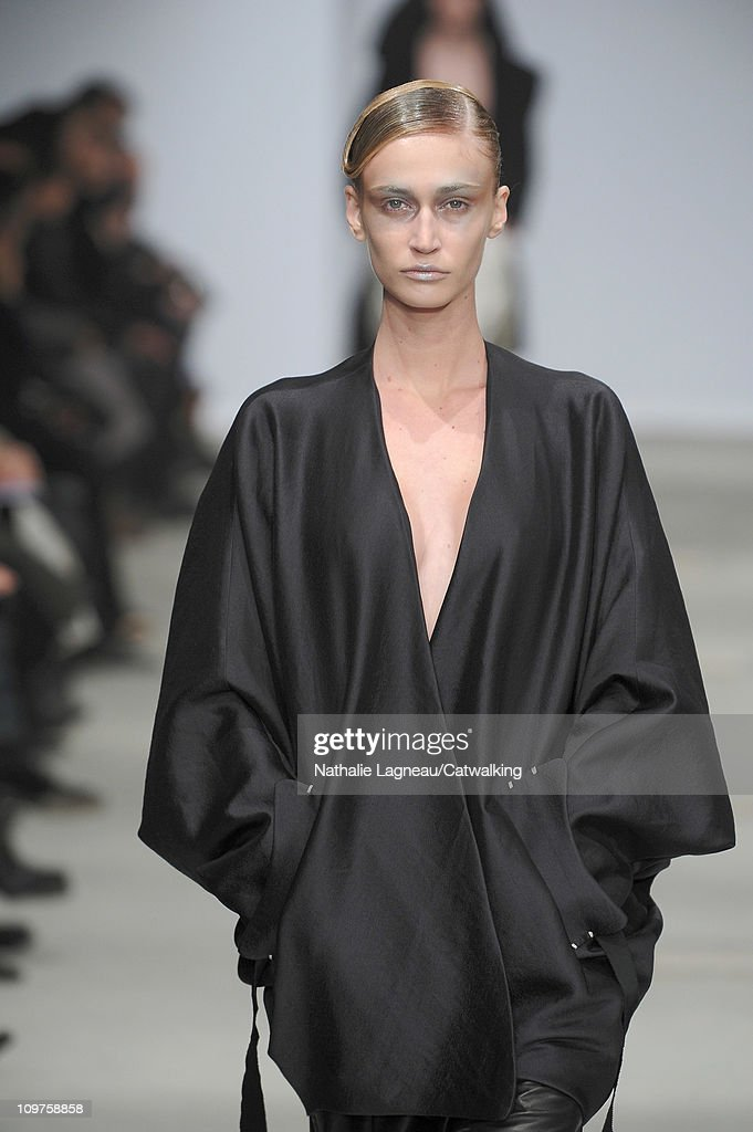 Josephus Thimister - Runway RTW - Autumn Winter 2011 - Paris Fashion Week : Photo d'actualité