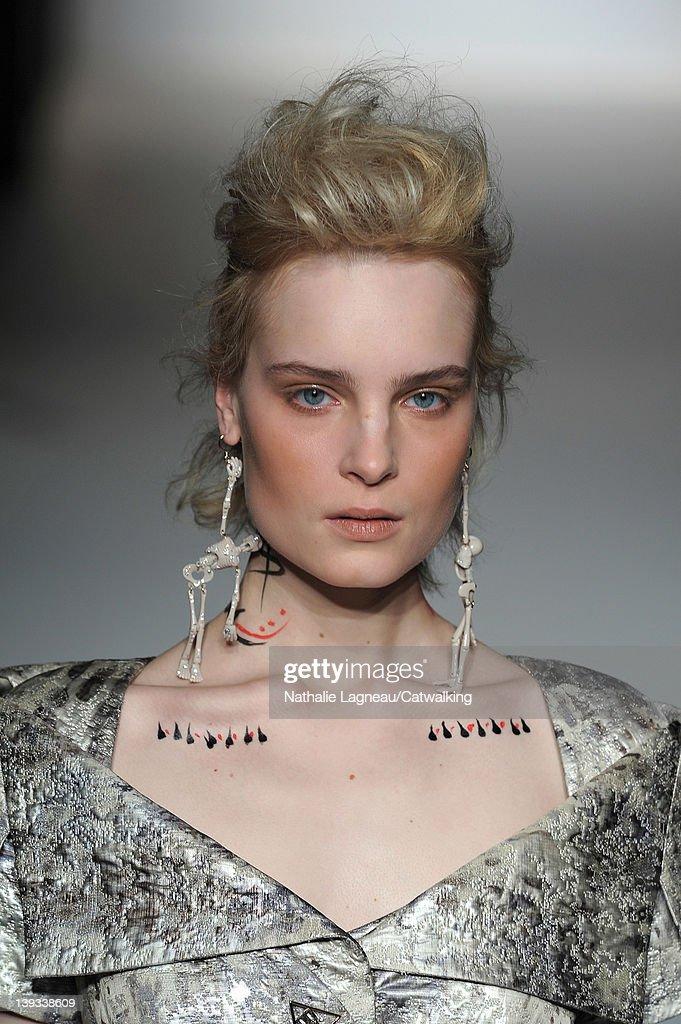 2ef1a320ce Vivienne Westwood Red Label - Runway RTW - Fall 2012 - London Fashion Week  : News