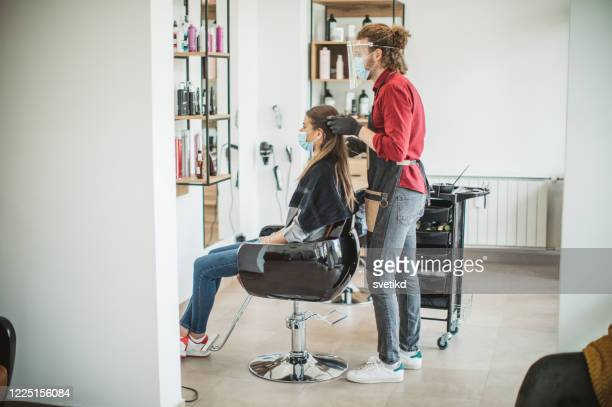 hair cutting during pandemic - parrucchiere foto e immagini stock