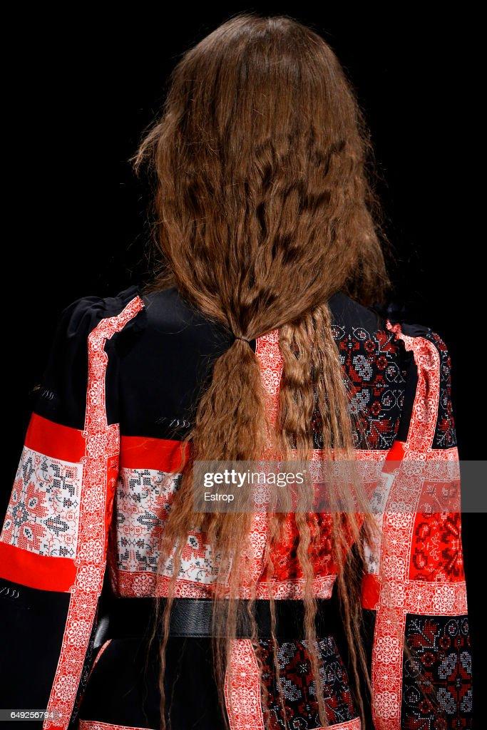 Alexander McQueen : Details - Paris Fashion Week Womenswear Fall/Winter 2017/2018 : News Photo