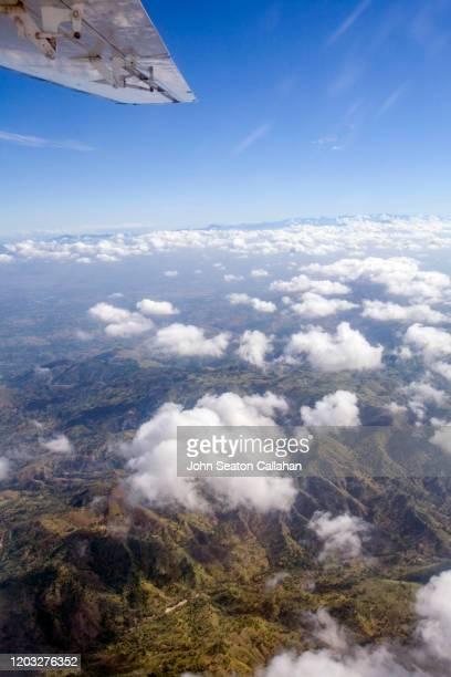 haiti, aerial view of the central mountains - paisajes de haiti fotografías e imágenes de stock