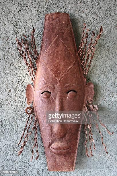 haitian mask. - haiti stock-fotos und bilder