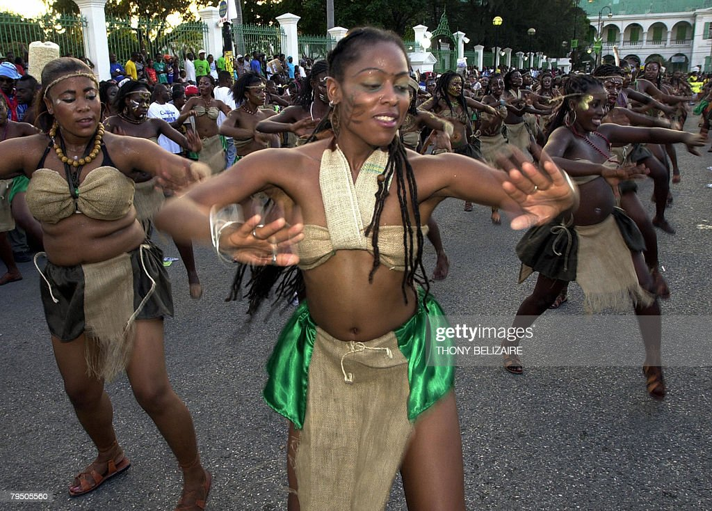 Haitian people dance on February 3, 2008 : News Photo