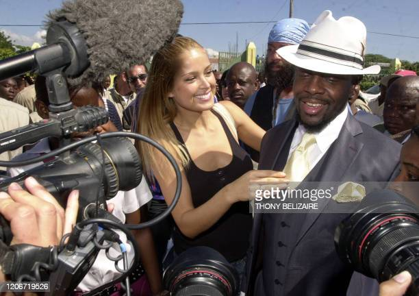 Haitian-American musician Wyclef Jean and Czech Republic model Petra Nemcova speak during the inauguration of a computer lab 12 November 2007 at a...