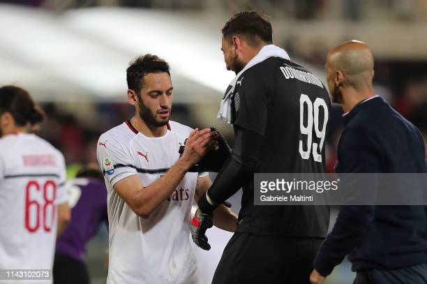 Hakan Calhanoglu and Gianluigi Donnarumma of AC Milan celebrates the victory after the Serie A match between ACF Fiorentina and AC Milan at Stadio...
