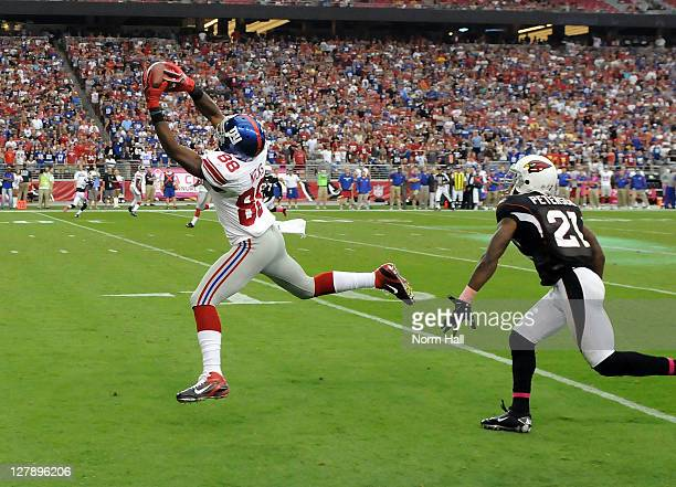 Hakeem Nicks of the New York Giants catches the game winning touchdown against the Arizona Cardinals at University of Phoenix Stadium on October 2...