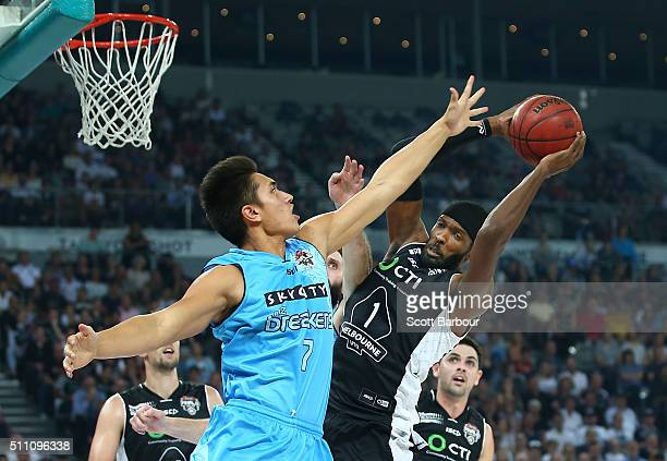 Hakim Warrick of Melbourne United and Reuben Te Rangi of the New Zealand Breakers compete for the ball during the NBL Semi Final match between...