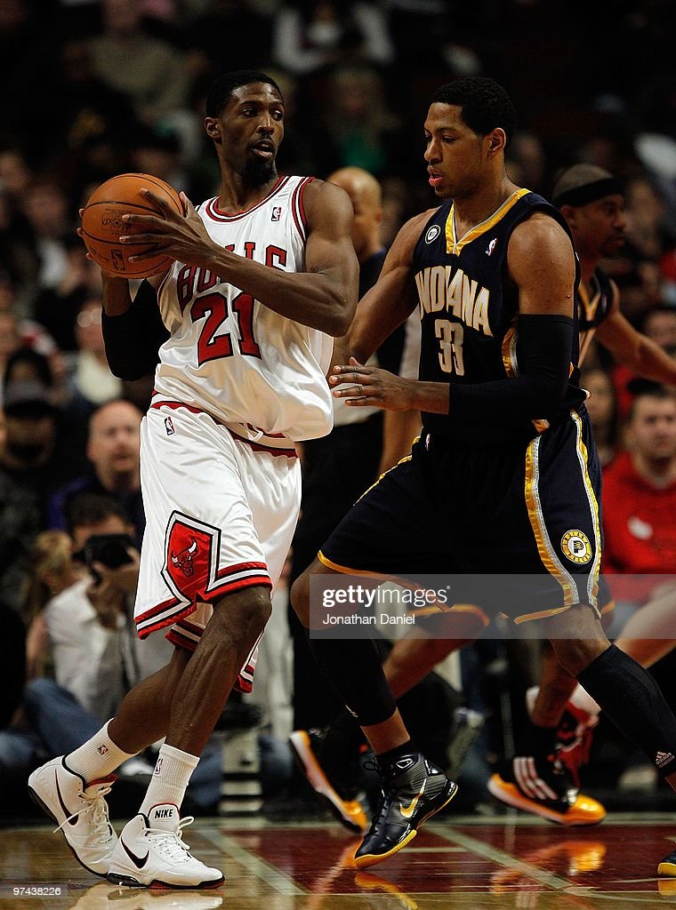 Hakim Warrick of the Chicago Bulls looks to move against