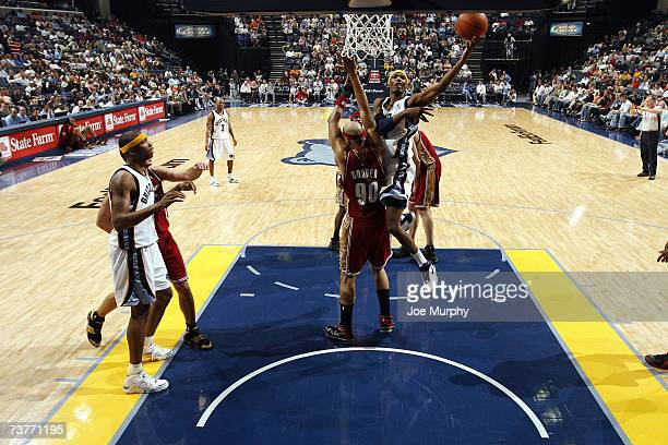 Hakim Warrick of the Memphis Grizzlies battles to shoot against Drew Gooden of the Cleveland Cavaliers at FedExForum on March 14 2007 in Memphis...