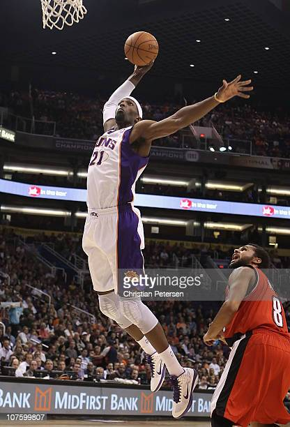Hakim Warrick of the Phoenix Suns goes up for a slam dunk during the NBA game against the Portland Trail Blazers at US Airways Center on December 10...