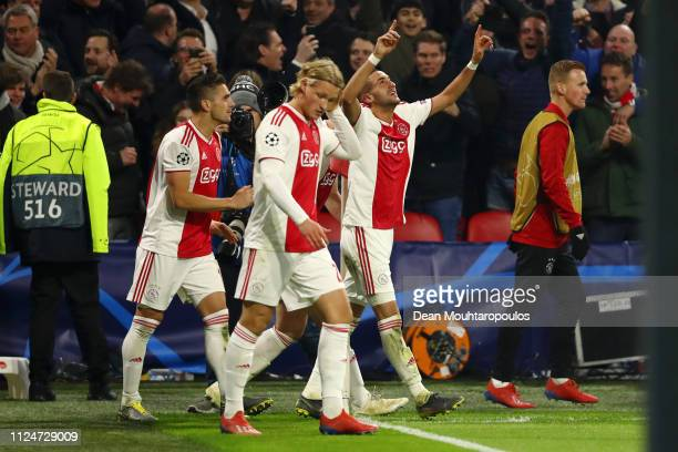 Hakim Ziyech of Ajax celebrates after scoring his team's first goal with his team mates during the UEFA Champions League Round of 16 First Leg match...