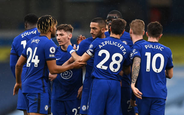 Hakim Ziyech of Chelsea celebrates with team mates after scoring their side's first goal during the Premier League match between Manchester City and...