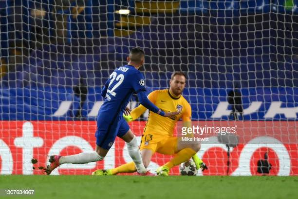 Hakim Ziyech of Chelsea scores their team's first goal during the UEFA Champions League Round of 16 match between Chelsea FC and Atletico Madrid at...