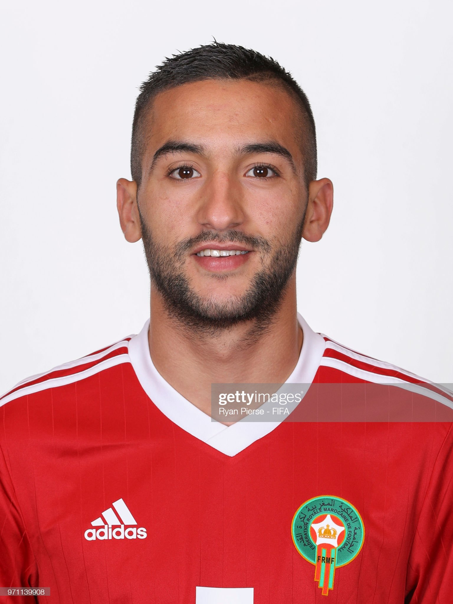 Norteafricanos Hakim-ziyech-of-morocco-poses-during-the-official-fifa-world-cup-2018-picture-id971139908?s=2048x2048