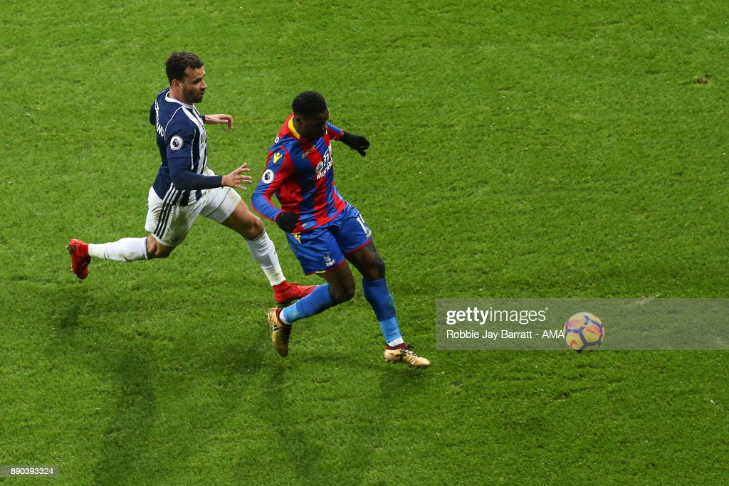 Hal Robson-Kanu of West Bromwich Albion and Jeffrey Schlupp of Crystal Palace during the Premier League match between West Bromwich Albion and Crystal Palace at The Hawthorns on December 2, 2017 in West Bromwich, England.