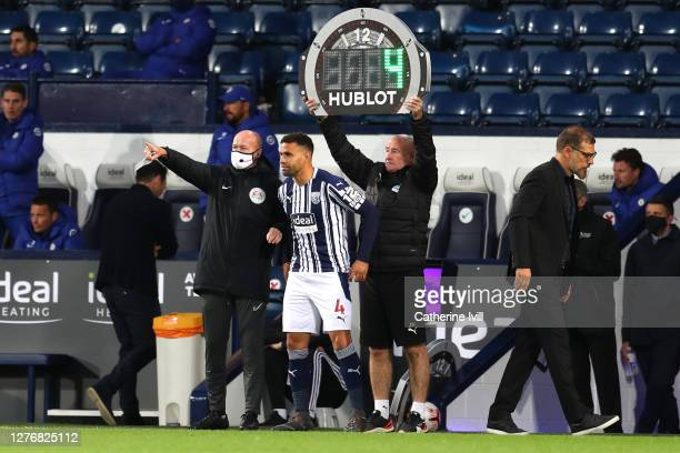 Hal RobsonKanu of West Bromwich Albion prepares to be substituted on during the Premier League match between West Bromwich Albion and Chelsea at The...