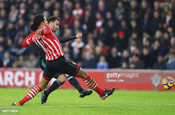 Hal RobsonKanu of West Bromwich Albion scores his side's second goal during the Premier League match between Southampton and West Bromwich Albion at...