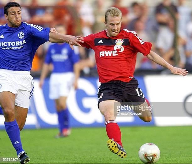 POKAL 2000 Halbfinale Meppen FC SCHALKE 04 BAYER 04 LEVERKUSEN Anibal MATELLAN/SCHALKE versucht Daniel BIEROFKA/LEVERKUSEN am Schuss zu hindern