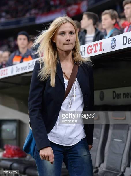 Halbfinale Saison 2012/2013 FUSSBALL DFB FC Bayern Muenchen VfL Wolfsburg Teammanagerin Kathleen Krueger