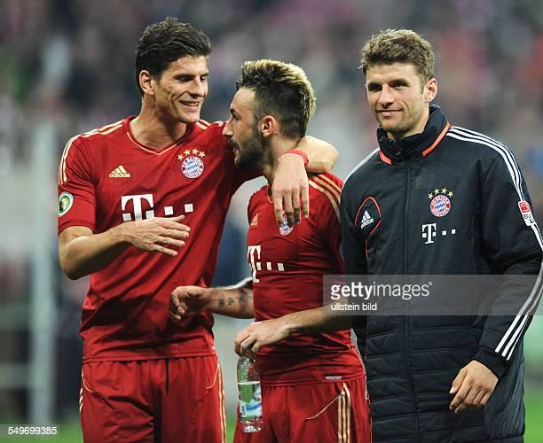Halbfinale, Saison 2012/2013 - Fussball, Saison 2012-2013, DFB-Pokal Halbfinale, FC Bayern München - VfL Wolfsburg 6-1, v.li., Mario Gomez , Diego...