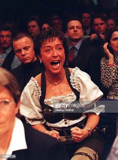 Halbschwergewicht in Berlin am 22.3.97, Christine ROCCHIGIANI feuert ihren Mann an